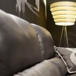 mueble auxiliar, lámparas, cojines